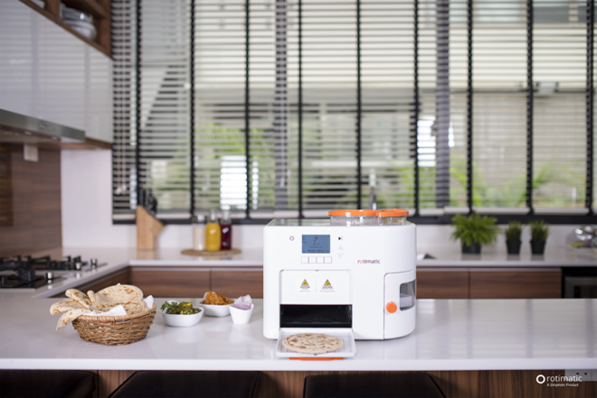 Startup phát minh máy làm bánh tự động ứng dụng công nghệ AI và IoT